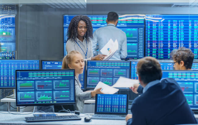 How a solution was designed for an asset management firm with 11 million client accounts built a single customer interface on a mobile platform in adherence to cloud-age securities using Oracle Cloud Solutions?